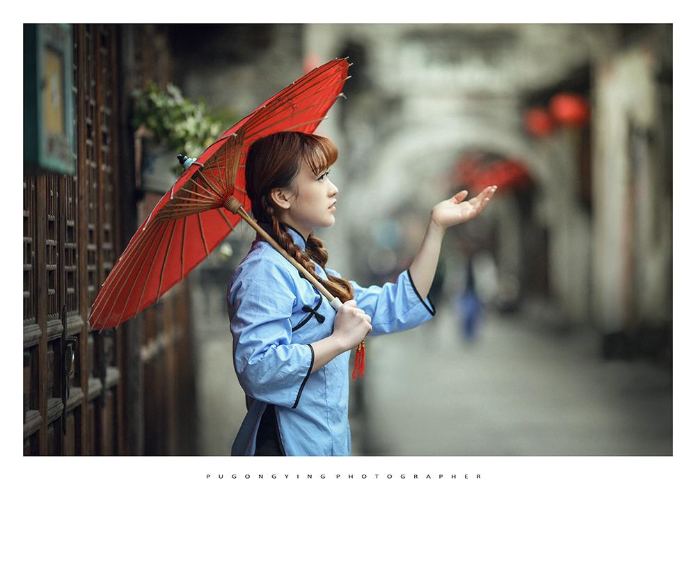 """巷》:""""撑着油纸伞"""